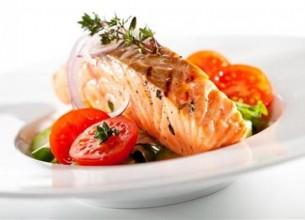 ปลาแซลมอนนึ่งสมุนไพร อร่อยถูกใจบำรุงสุขภาพ