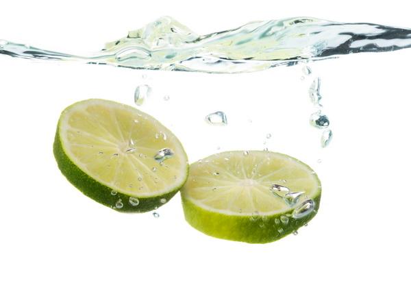 ประโยชน์น้ำมะนาวอุ่นๆ ดื่มทุกเช้าดีต่อสุขภาพมากกว่าที่คิด