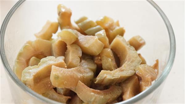 เมนูมะระผัดไข่ อร่อยถูกใจ รักษาโรคได้ดีเยี่ยม!