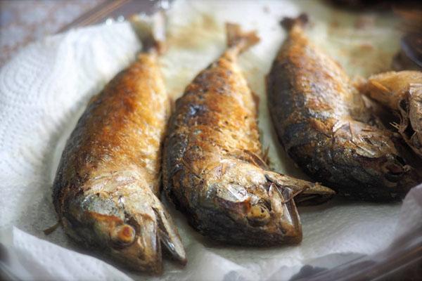 ยำปลาทูทอดกรอบ