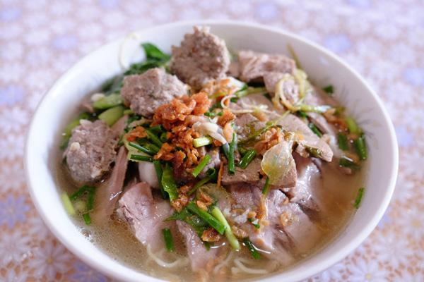 Pork-noodle-soup-with-lemon